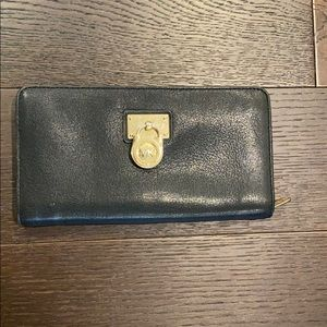 MICHAEL Michael Kors Hamilton Clutch Wallet